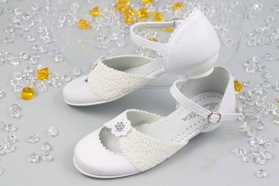 1f0f249421020 Dievčenské biele spoločenské topánky na podpätku - Obuv Carmen