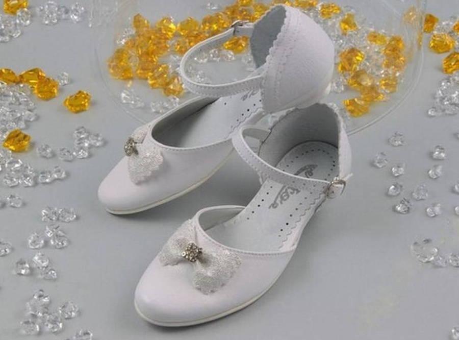 10b186d793ff5 Dievčenské biele spoločenské sandálky na podpätku - Obuv Carmen