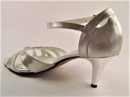 a5439e0494f6 Dámske tanečné sandálky na nízkom podpätku - Obuv Carmen