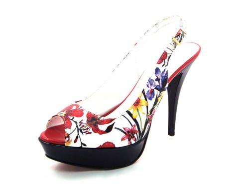 e42c03b705a3f Dámske kvetované sandálky na platforme Claudio Dessi