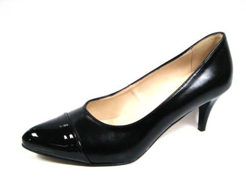 27ff8eda152 Pohodlné dámske čierne lodičky na nízkom podpätku-Obuv Carmen
