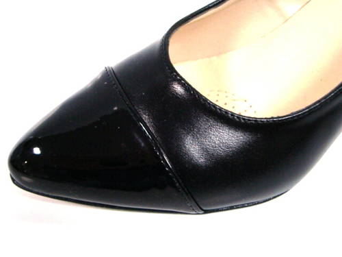 Pohodlné dámske čierne lodičky na nízkom podpätku-Obuv Carmen abe029350e9